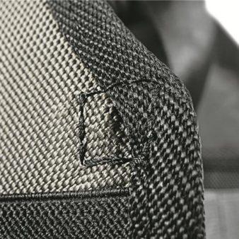 Coutures supplémentaires pour remplacer les rivets métalliques.