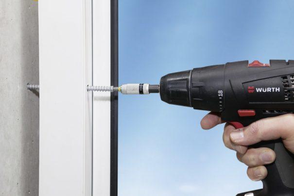 Vis AMO Y : la solution pour fixer vos menuiseries extérieures dans le béton cellulaire !