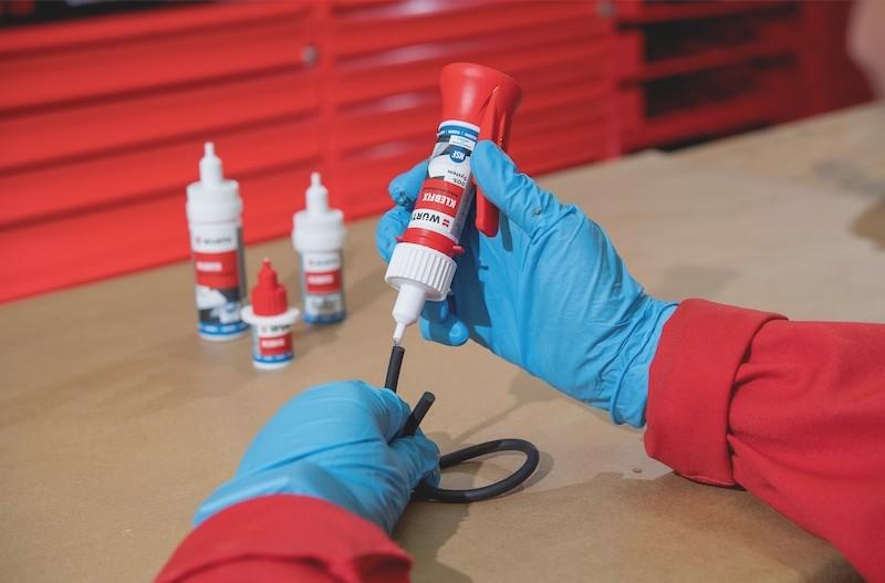 Nouveau produit : la colle instantanée Klebfix Easy Pen