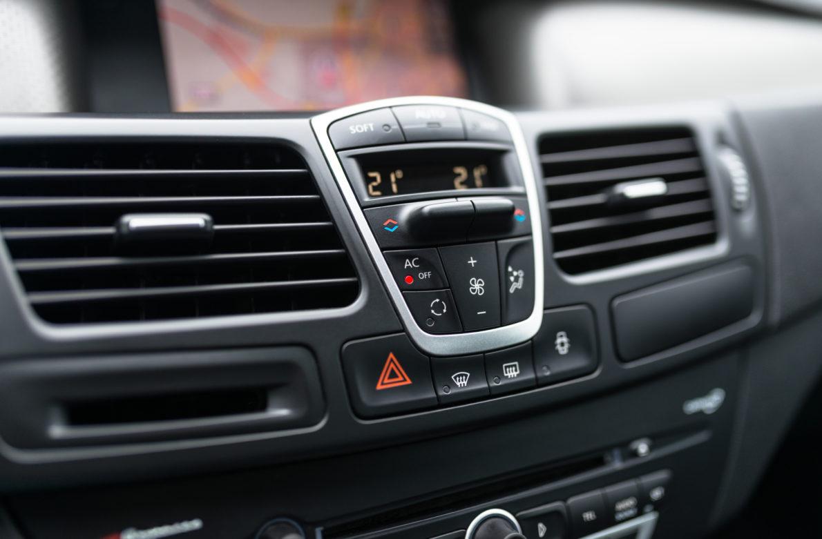 Quel produit pour réparer les fuites dans les systèmes de climatisation automobile ?