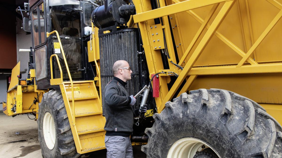 Entretien des tracteurs et moissonneuses : quelles graisses utiliser ?