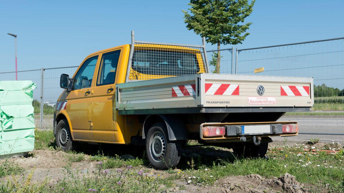 Quels sont les équipements indispensables pour les véhicules de Travaux Publics ?