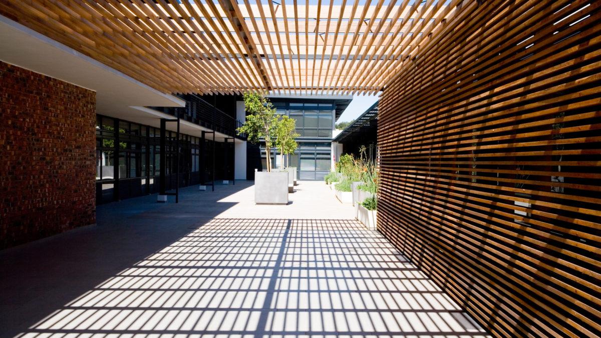 Nouvelle gamme de vis à bois ASSY 4 : mobilier et construction extérieure